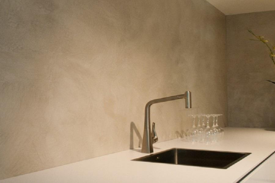 slide_verbau-betonstuc_keukenwand_plieger_06-8_lichterivierklei 2